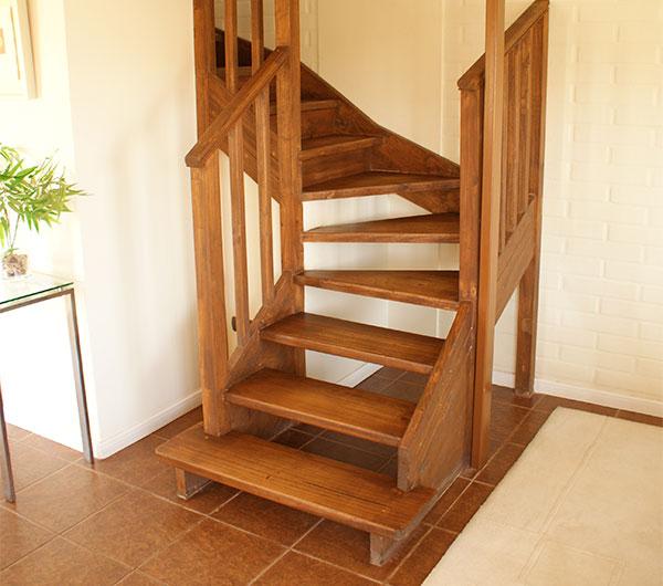 Maderas bravo for Escaleras de madera para pintor precios